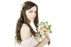 Piękna panna młoda z ślubnym bukietem Fotografia Royalty Free