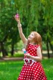 Piękna smokingowa dziewczyna z mydlanymi bąblami Obrazy Royalty Free