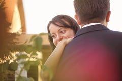 Piękna szczęśliwa para w naturze Fotografia Royalty Free