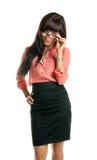 Pięknej brunetki biznesowa kobieta patrzeje kamerę Obraz Royalty Free