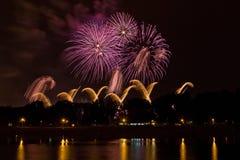Piękni barwioni fajerwerki w Zagreb, Chorwacja, przy nocą Obrazy Stock