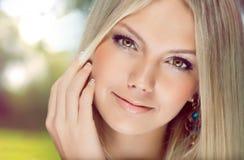 piękni portreta kobiety potomstwa Zdjęcie Royalty Free
