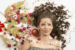 Piękno bożych narodzeń dziewczyna z kreatywnie dekoracjami Zdjęcie Royalty Free