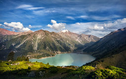 Piękny jezioro w górach Zdjęcie Stock