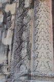 Piękny kamienny cyzelowanie świątynny Phnom Bakheng Zdjęcie Royalty Free