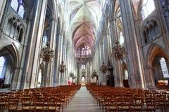 Piękny Nave Katedralny Etienne w Bourges Zdjęcia Stock