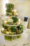 Piękny stołu set dla zielonego ślubu lub wydarzenia przyjęcia, indoors, Zdjęcia Stock