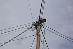 Pilão bonde com cabos de conexão fotografia de stock royalty free
