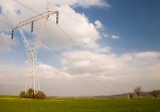 Pilão da eletricidade com cabos foto de stock royalty free