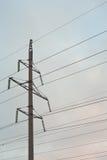 Pilão da eletricidade contra o céu Fotografia de Stock Royalty Free