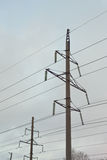 Pilão da eletricidade contra o céu Foto de Stock Royalty Free