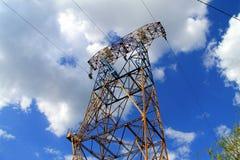 Pilão da eletricidade, linha elétrica Foto de Stock Royalty Free