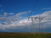 Pilão da eletricidade - linhas eléctricas Fotografia de Stock