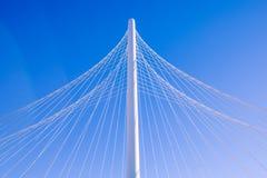Pilão da ponte cabo-ficada com os cabos que formam a fã-como o teste padrão fotos de stock royalty free