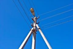 Pilão de alta tensão da linha eléctrica Fotografia de Stock Royalty Free