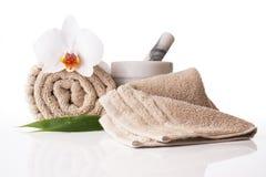 Pilão e almofariz da orquídea de toalha do tratamento dos termas Fotografia de Stock