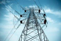 Pilón de la electricidad con el cable imagen de archivo libre de regalías