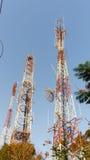 Pilón de la electricidad de la torre del braguero contra Fotos de archivo libres de regalías