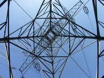 Pilón de la transmisión de potencia - mirando para arriba Fotografía de archivo libre de regalías