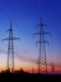 Pilón eléctrico de alto voltaje de la energía de la torre de la transmisión fotos de archivo libres de regalías