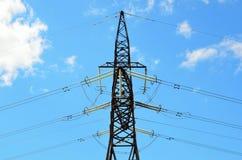 Pilón eléctrico de la transmisión Fotografía de archivo