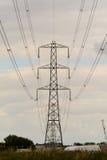 Pilón y cables de la electricidad Fotos de archivo libres de regalías