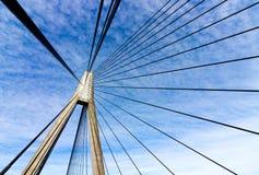 Pilón y cables geométricos del extracto del puente de Anzac foto de archivo
