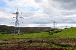 Pilões da eletricidade em belezas escocesas Imagens de Stock