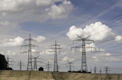 Pilões da eletricidade em uma paisagem agrícola Fotografia de Stock Royalty Free