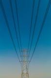 Pilões da eletricidade no campo da cevada fotografia de stock royalty free