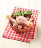 Pilões de galinha crus imagem de stock