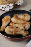 Pilões de galinha fritada imagens de stock