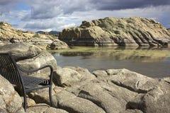 Pil bänk för LakePark Arkivfoto