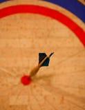 Pil i bullseye Fotografering för Bildbyråer