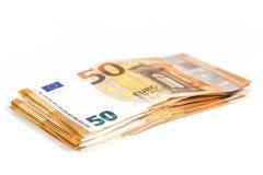 Pil van Rekeningsdocument 50 euro bankbiljetten op witte achtergrond Stock Afbeeldingen