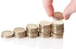 Pila británica de las monedas de la libra esterlina fotografía de archivo libre de regalías