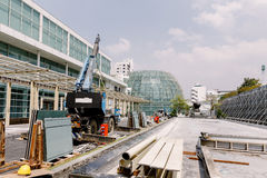 Pila d'acciaio della costruzione sul pavimento nella zona della costruzione immagini stock libere da diritti