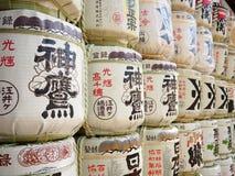 Pila de alcohol japonés (motivo) en la capilla de Minatogawa, Kobe, Japón foto de archivo libre de regalías
