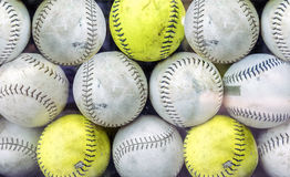 Pila de béisboles sucios Imagenes de archivo