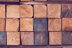 Pila de barras de madera Fotos de archivo libres de regalías