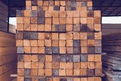 Pila de barras de madera Imágenes de archivo libres de regalías