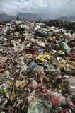 Pila de basura en las montañas Fotos de archivo libres de regalías