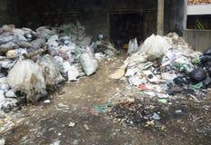Pila de basura y de pilas Foto de archivo