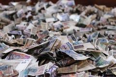 Pila de billetes de banco Fotos de archivo