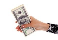 Pila de billetes de banco del dólar s en mano femenina Fotografía de archivo libre de regalías