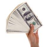Pila de billetes de banco del dólar s en mano femenina Foto de archivo libre de regalías
