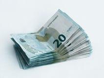 Pila de billetes de banco digno del euro 20 aislado en un fondo blanco Fotos de archivo