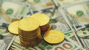 Pila de bitcoin de oro en cuentas metrajes