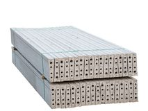 Pila de bloques de cemento reforzados prefabricados fotos de archivo libres de regalías