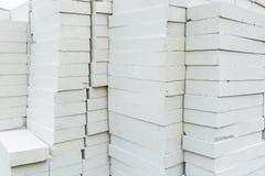 Pila de bloques de cemento hechos espuma Foto de archivo libre de regalías